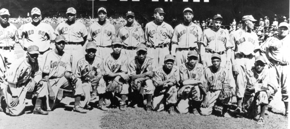 <strong>The Memphis Red Sox pose in the 1940s.</strong> (Submitted)
