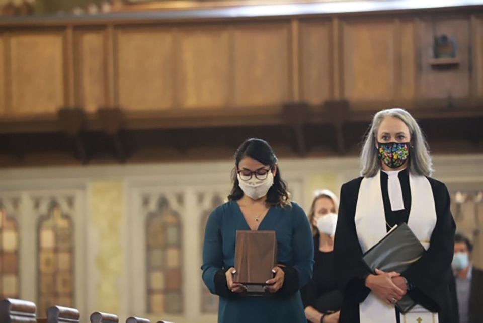<strong>Sumita Montgomery carries her father&rsquo;s ashes alongside the Rev. Anne H.K. Apple at Steve Montgomery&rsquo;s funeral service on Friday, Aug. 7.</strong>&nbsp;(Courtesy of&nbsp;Craig Thompson)