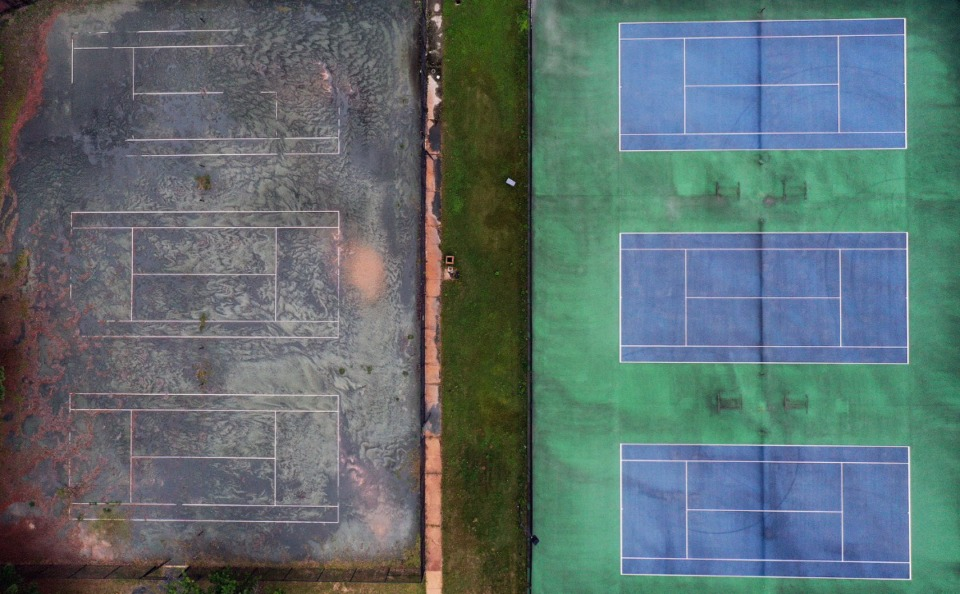 <strong>The weathered tennis courts outside the Racquet Club show the wear and tear of time on Aug. 14.</strong> (Patrick Lantrip/Daily Memphian)