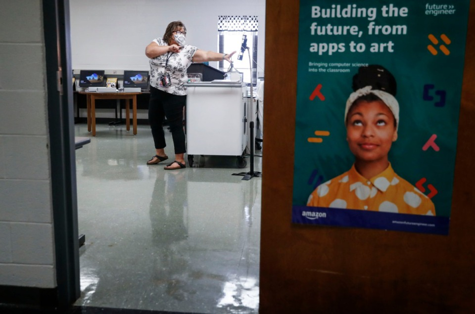 <strong>Houston High School teacher Beth Alsbrook takes her students through AP computer science lessons on the first day of school Monday, August 17, 2020.</strong> (Mark Weber/Daily Memphian)