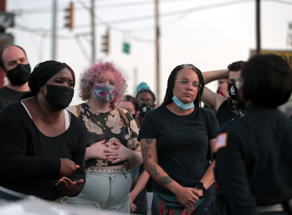 <strong>Shannon Bourne confronts a Memphis Police officer during an Aug. 26, 2020, protest held at the South Memphis Mapco where U.S. Marshals shot a 16-year-old last night in a case of mistaken identity.</strong> (Patrick Lantrip/Daily Memphian)