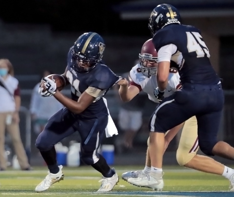<strong>Arlington running back Devouncy Glover (21) breaks a tackle during an Aug. 27, 2020, home game against ECS. (</strong>Patrick Lantrip/Daily Memphian)