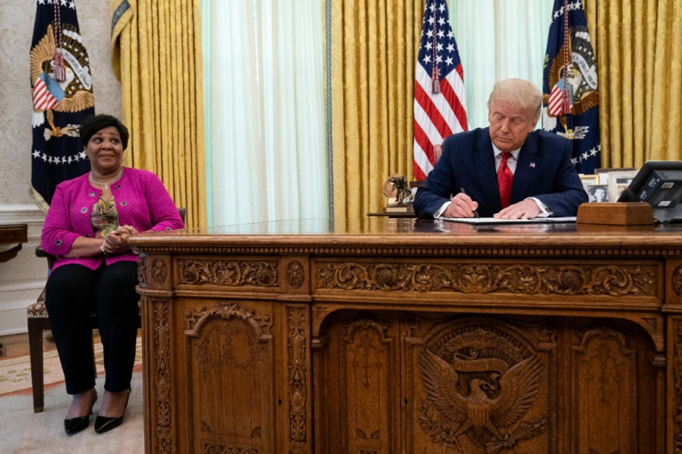 <strong>President Donald Trump signs a full pardon for Alice Johnson in the Oval Office of the White House, Friday, Aug. 28, 2020, in Washington.</strong> (Evan Vucci/AP)