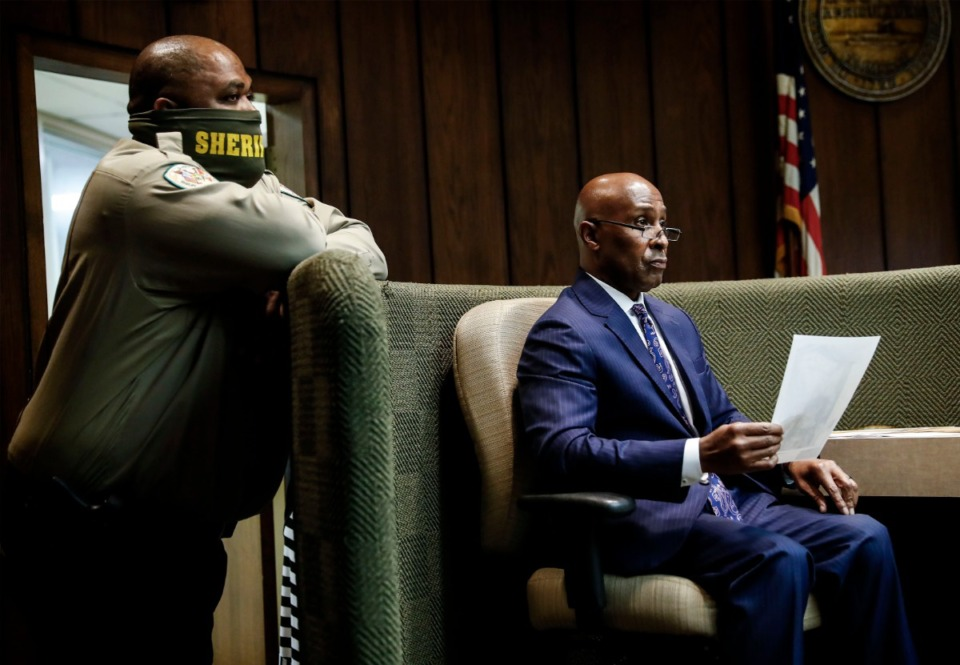 <strong>Defense witness Ben Leonard (right) gives testimony during a hearing on Pervis Payne&rsquo;s motion for DNA testing of recently found evidence on Sept 1.</strong> (Mark Weber/Daily Memphian)
