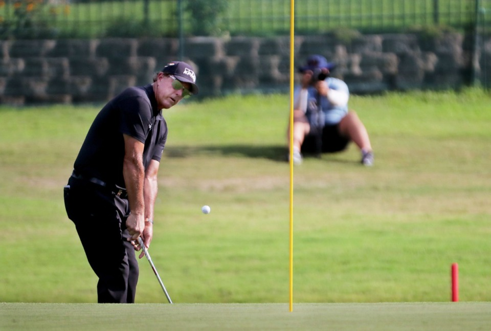 <strong>Phil Mickelson eyes a chip shot on the 18th green during the final round of the WGC-FedEx St. Jude Invitational in Memphis, Tennessee Aug. 2, 2020.</strong> (Patrick Lantrip/Daily Memphian)