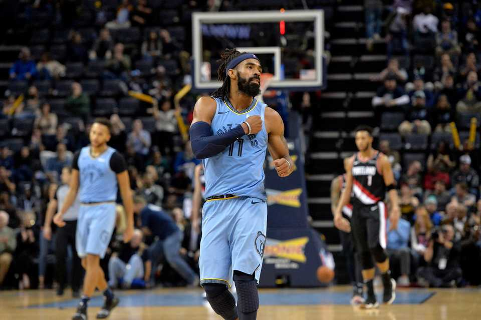 851e01eed  span  strong Memphis Grizzlies guard Mike Conley (11) gestures in