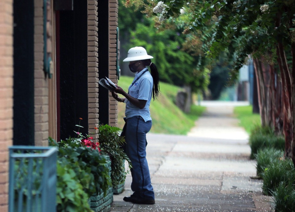 <strong>A postal worker drops off mail to a small neighborhood shopping center on Overton Park Avenue on Aug. 21. The Postal Service is hiring.</strong>&nbsp;(Patrick Lantrip/Daily Memphian file)