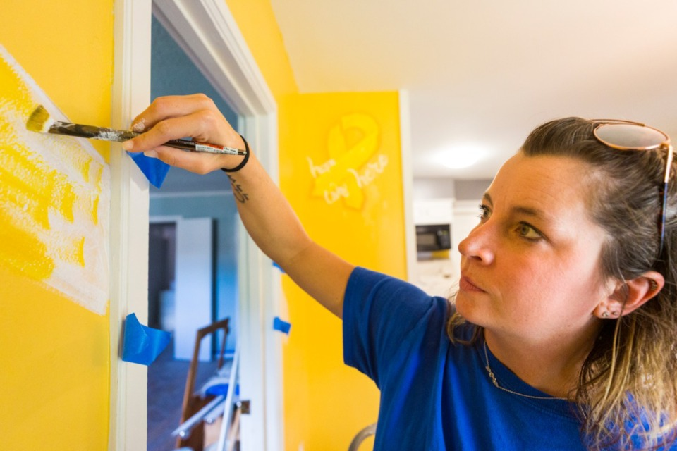<strong>Chris Hope Foundation volunteer/muralist Sarah Cross assists in renovating North Memphis home for St. Jude family housing on July 25, 2020.</strong> (Ziggy Mack/Daily Memphian file)