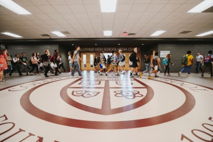 <strong>Students flood the halls of Collierville High School in 2018. Collierville High School teachers urged the school board to allow them to teach 100% virtual during the system&rsquo;s school board meeting Tuesday night.</strong> (Houston Cofield/Daily Memphian file)