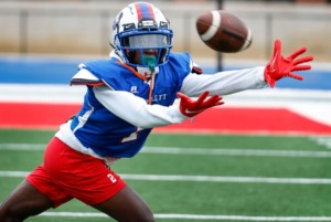 <strong>Bartlett receiver Khyron James reaches for the ball during practice on Tuesday, Sept.&nbsp; 22, 2020.</strong> (Mark Weber/Daily Memphian)