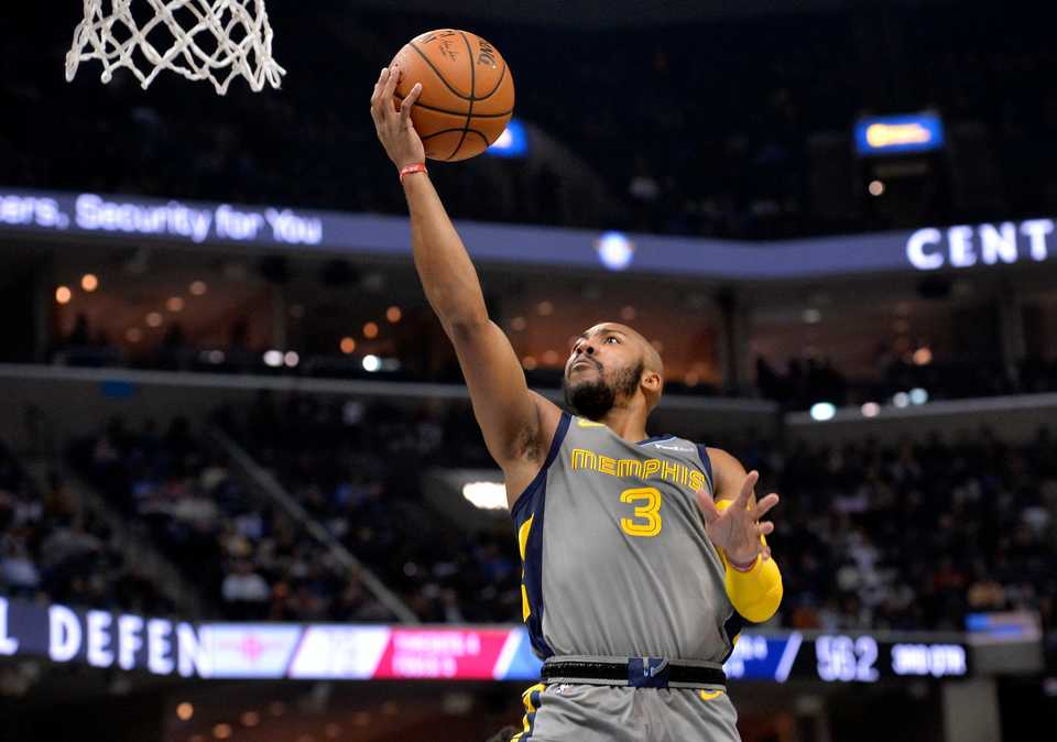 <span><strong>Memphis Grizzlies guard Jevon Carter (3) shoots in the second half of an NBA basketball game against the Houston Rockets, Saturday, Dec. 15, 2018, in Memphis, Tenn.</strong> (AP Photo/Brandon Dill)</span>