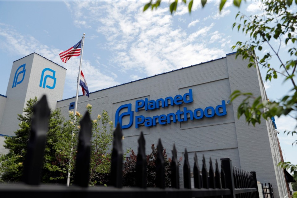 <strong>A Planned Parenthood clinic is seen in St. Louis. Planned Parenthood and the ACLU of Tennessee called a new Tennessee law that forces abortion clinics to tell patients about the potential to &ldquo;reverse&rdquo; a medical abortion &ldquo;unproven and politically-motivated&rdquo; with no basis in medical research.&nbsp;</strong>(AP Photo/Jeff Roberson, File)