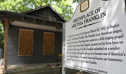 "<p class=""p1""><span class=""s1""><span><strong>Aretha Franklin's house, located at 406 Lucy Ave., is ""very fragile"" according to Marty Regan, attorney for the home's owner, Vera House.</strong> </span>(Patrick Lantrip/</span>Daily Memphian file)"