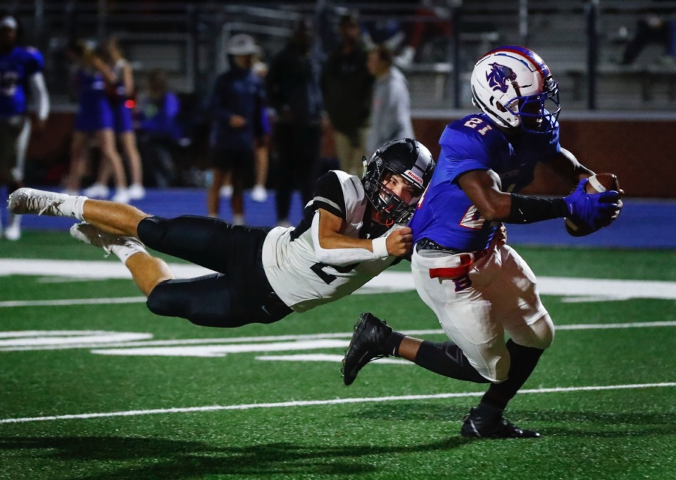 <strong>Houston defender Ben Stegall (left) fails to bring down Bartlett running back Robert Giaimo (right) on a two-point conversation Friday, Oct. 2, 2020.</strong> (Mark Weber/The Daily Memphian)