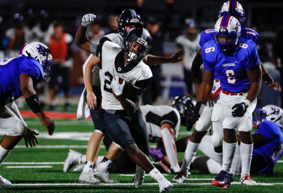 <strong>Houston running back Jaylen Momon (middle) looks for a lane against the Bartlett defense Friday.</strong> (Mark Weber/The Daily Memphian)