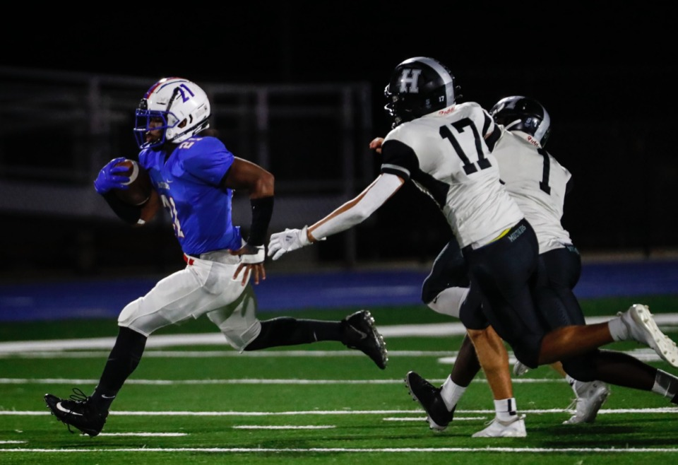<strong>Bartlett running back Robert Giaimo runs away from the Houston defense for a touchdown during action on Friday, October 2, 2020</strong>. (Mark Weber/The Daily Memphian)