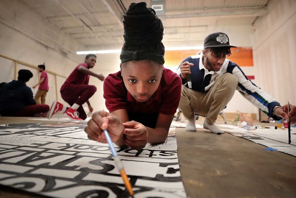 <strong>Myesha Rayford (center) and artist Lawrence Matthews work on a mural during an afterschool program on Dec. 18, 2018, for Melrose High School students at The Collective on Lamar Avenue.</strong> (Jim Weber/Daily Memphian)