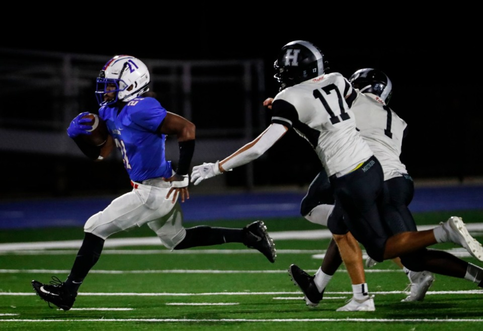 <strong>Bartlett running back Robert Giaimo runs away from the Houston defense for a touchdown during action on Friday, Oct. 2, 2020.</strong> (Mark Weber/Daily Memphian)