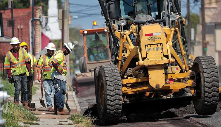 <strong>Workers repave parts of Mississippi Boulevard near Walker Avenue in the South City area on Wednesday, Sept. 19. </strong>(Jim Weber/Daily Memphian)