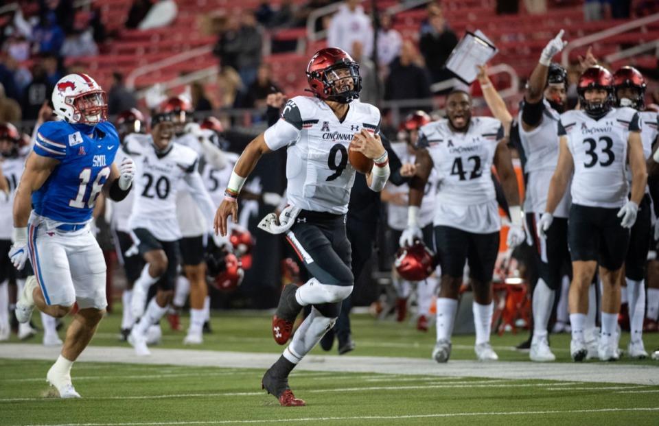<strong>Cincinnati quarterback Desmond Ridder (9) breaks away from SMU linebacker Trevor Denbow (16) on a touchdown run on Oct. 24, 2020, in Dallas.&nbsp;Ridder is just as comfortable making plays as a runner as he is a passer.</strong> (Jeffrey McWhorter/AP)