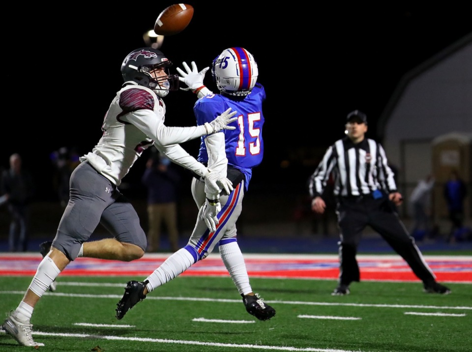 <strong>Bartlett wide receiver Ahmani Davis (15) goes up for a catch Oct. 30, 2020, in the game against Collierville High School.</strong> (Patrick Lantrip/Daily Memphian)