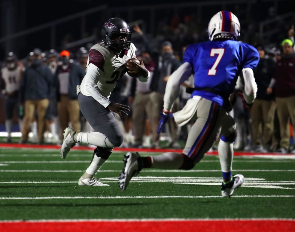 <strong>Collierville running back Dylan Powell (28) goes in for a touchdown against Bartlett High School.</strong> (Patrick Lantrip/Daily Memphian)