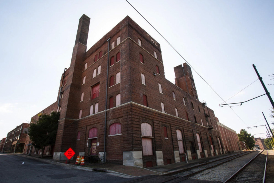 <strong>Carlisle LLC wants to demolish the entire Nylon Net Building and erect 229 apartment units. The developer, which&nbsp;on Monday, Nov. 2, purchased the historic building for $3.15 million, says it is too unstable and too expensive for an adaptive reuse.</strong> (Daily Memphian file)