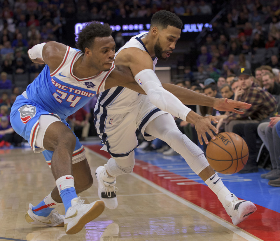 <span><strong>Sacramento Kings guard Buddy Hield (24) and Memphis Grizzlies guard Garrett Temple (17) chase the ball during their matchup at Sacramento Friday, Dec. 21, 2018. The Kings rallied late in the game to win 102-99.</strong> (AP Photo/Randall Benton)</span>
