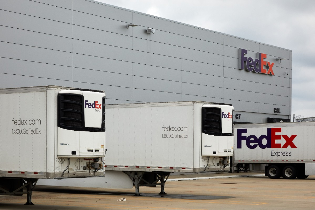 <strong>FedEx&rsquo;s cold chain network is backed by a fleet of refrigerated trucks and experience carrying half a million dry ice shipments a month.</strong> (Courtesy FedEx)