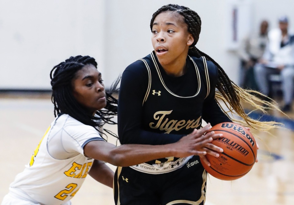 <strong>Whitehaven guard Se&rsquo;Quoia Allmond (right), the 70th ranked player nationally in ESPN&rsquo;s class of 2021, has committed to Jackson State</strong>. (Mark Weber/Daily Memphian)