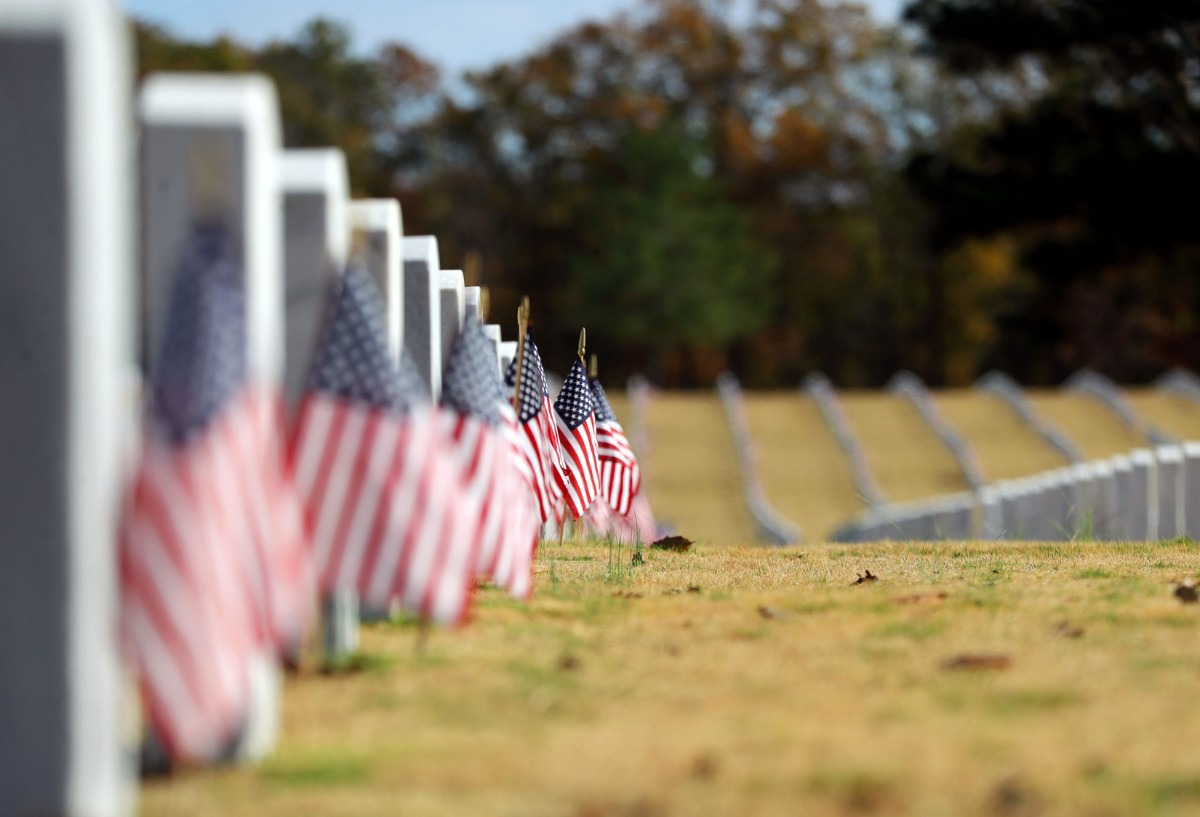 <strong>American flags were placed in front of every grave at the West Tennessee State Veterans Cemetery for Veterans Day Nov. 11, 2020.</strong> (Patrick Lantrip/Daily Memphian)