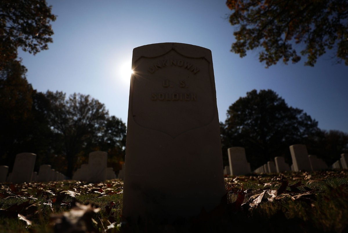 <strong>A grave of an unknown soldier lies in rest at the Memphis National Cemetery on Veterans Day Nov. 11, 2020</strong>. (Patrick Lantrip/Daily Memphian)