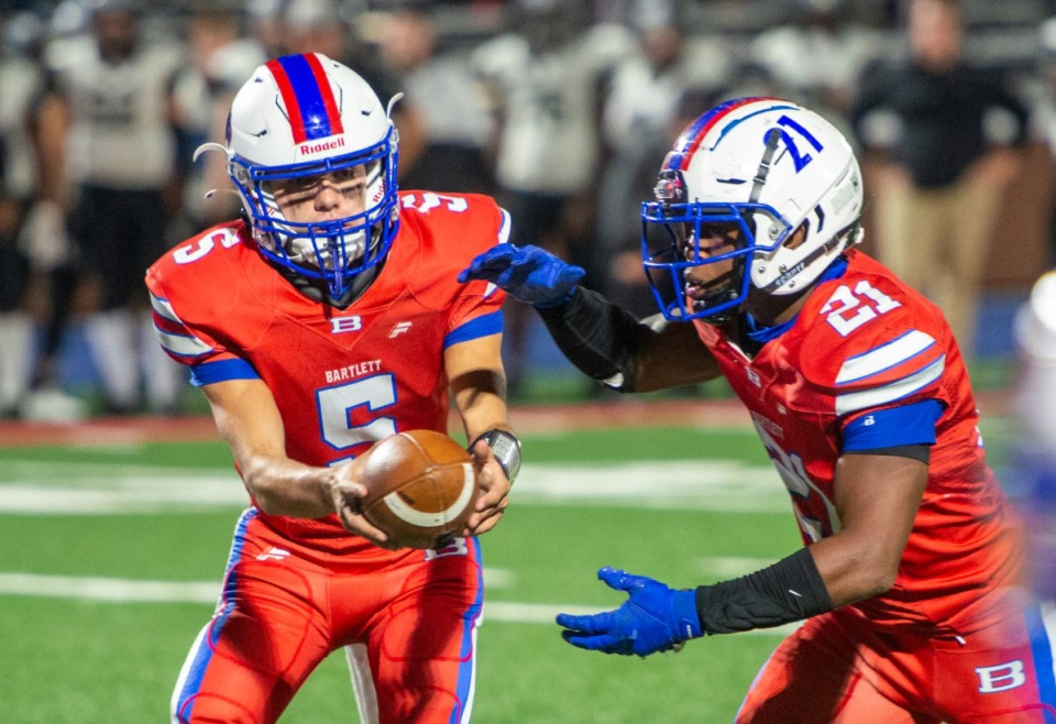 <strong>Bartlett High School quarterback Walt Tucker hands off to running back Robert Giaimo in the district playoffs with Houston High School Saturday, Nov. 14, 2020.</strong> (Greg Campbell/Special to The Daily Memphian)