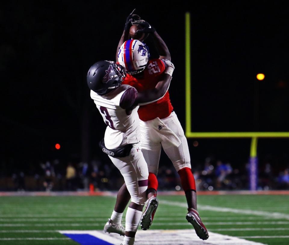 <strong>Bartlett running back Dailan Jones (22) makes a reception during the Nov. 20, 2020, playoff game againt Collierville.</strong> (Patrick Lantrip/Daily Memphian)