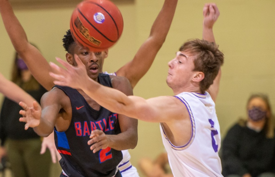 <strong>CBHS guard Eli Federman (2) deflects the pass of Bartlett's Will Farris (2) during their fast pace matchup at CBHS Saturday, Nov.&nbsp; 21, 2020.</strong> (Greg Campbell/Special for The Daily Memphian)