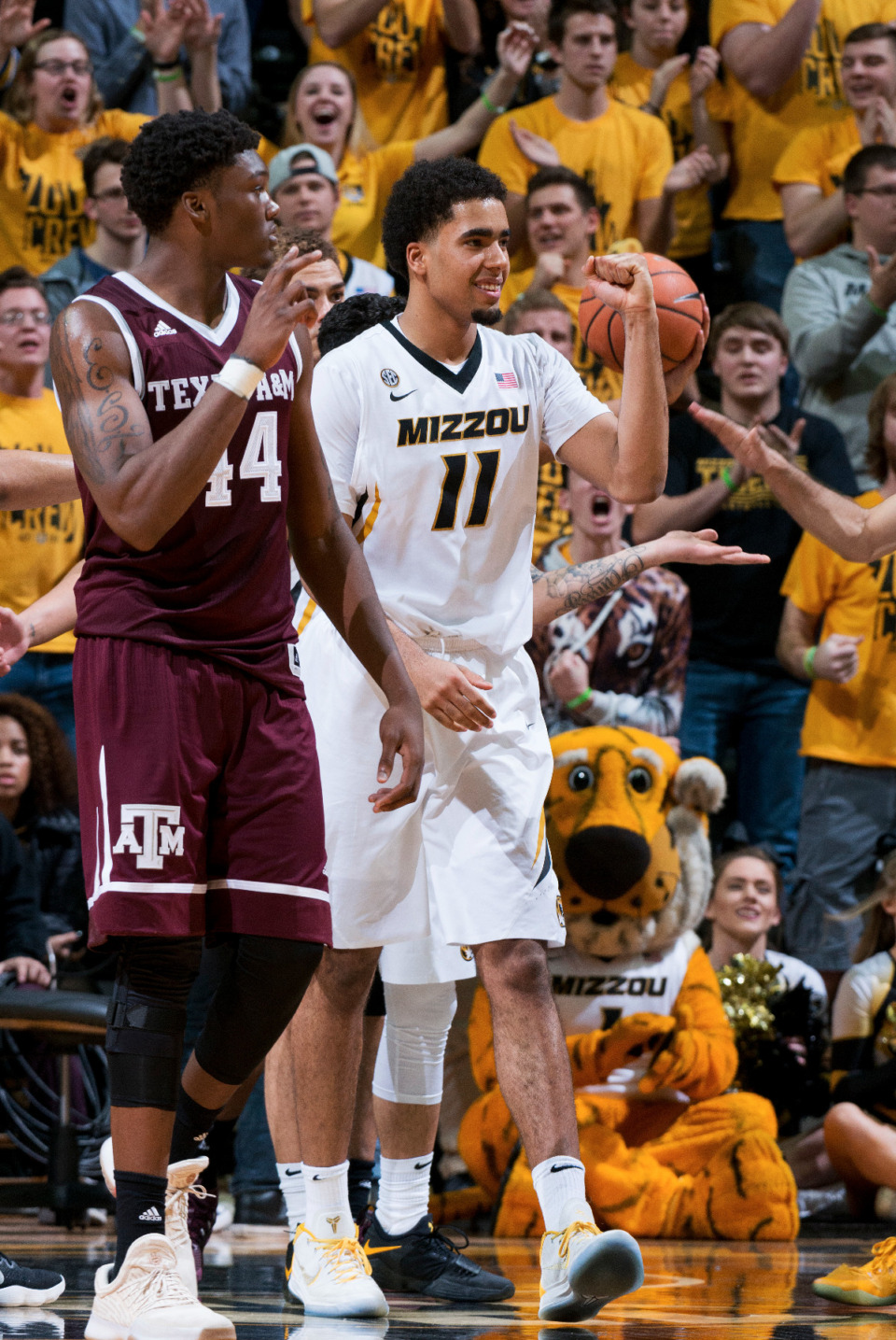 <strong>Former Missouri star Jontay Porter, right, has signed a three-year deal to return and play with the Memphis Grizzlies.</strong> (L.G. Patterson/AP)