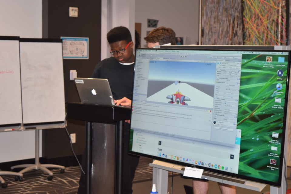 <strong>Students learn at a pre-pandemic CodeCrew event. Five teams of Memphis students are entering a three-day challenge Monday, Nov. 23, against five teams from Tel Aviv to build businesses that bring together technology and sports.&nbsp;CodeCrew, a Memphis-based computer technology learning center, put together the U.S. teams. </strong>(Submitted)&nbsp;