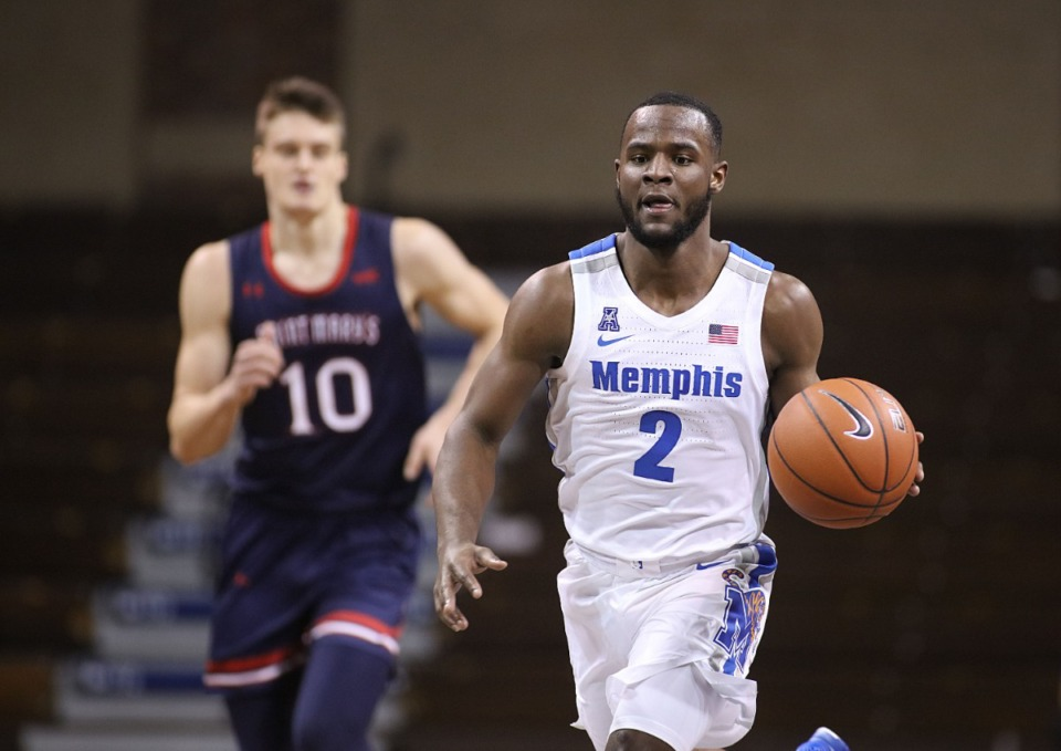 <strong>Memphis Tigers&rsquo; Alex Lomax (2) brings the ball upcourt against the Saint Mary&rsquo;s during the Bad Boy Mowers Crossover Classicon Thursday, Nov. 25.</strong> (Photo by Richard Carlson/Inertia)