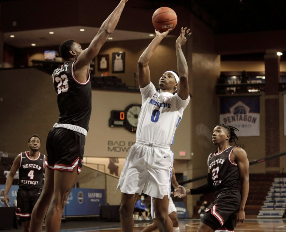 <strong>Memphis Tigers&rsquo; D.J. Jeffries (0) shoots over Western Kentucky defenders during the Bad Boy Mowers Crossover Classic at the Sanford Pentagon in Sioux Falls, S.D., on Thursday, Nov. 26.</strong> (Photo by Richard Carlson/Inertia)