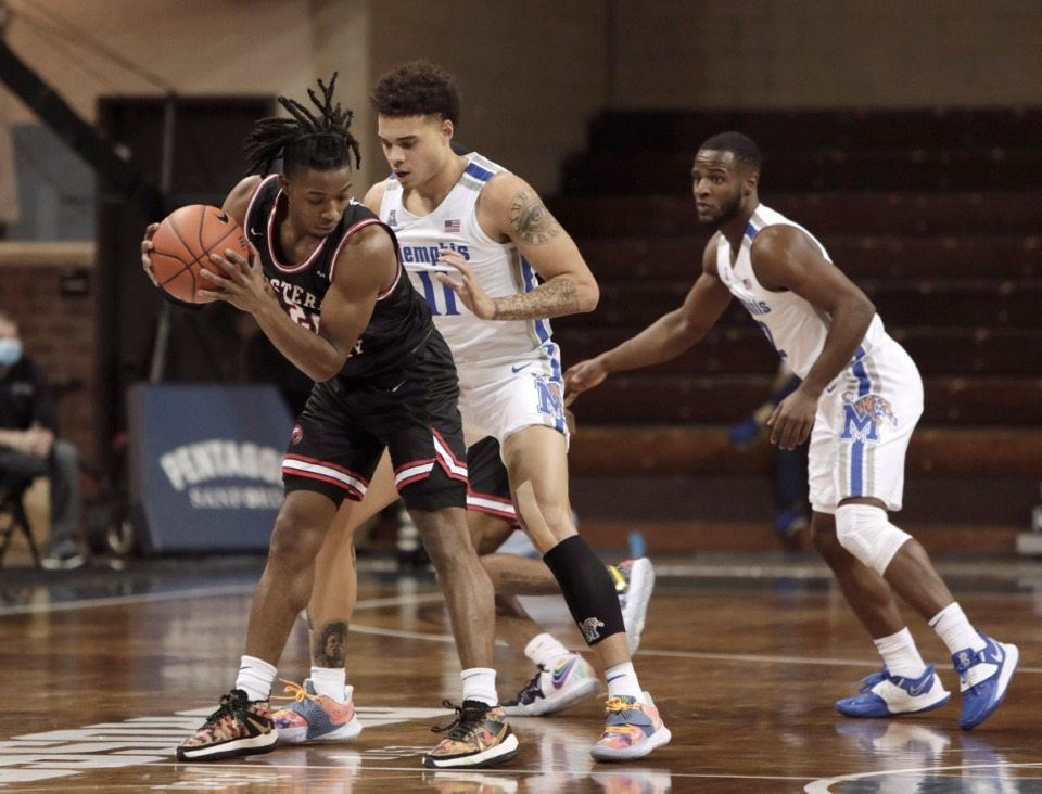 <strong>Western Kentucy&rsquo;s Kenny Cooper shields the ball from Memphis&rsquo; Lester Quinones (11) during the Bad Boy Mowers Crossover Classic in Sioux Falls, S.D., on Thursday, Nov. 26.</strong> (Photo by Richard Carlson/Inertia)
