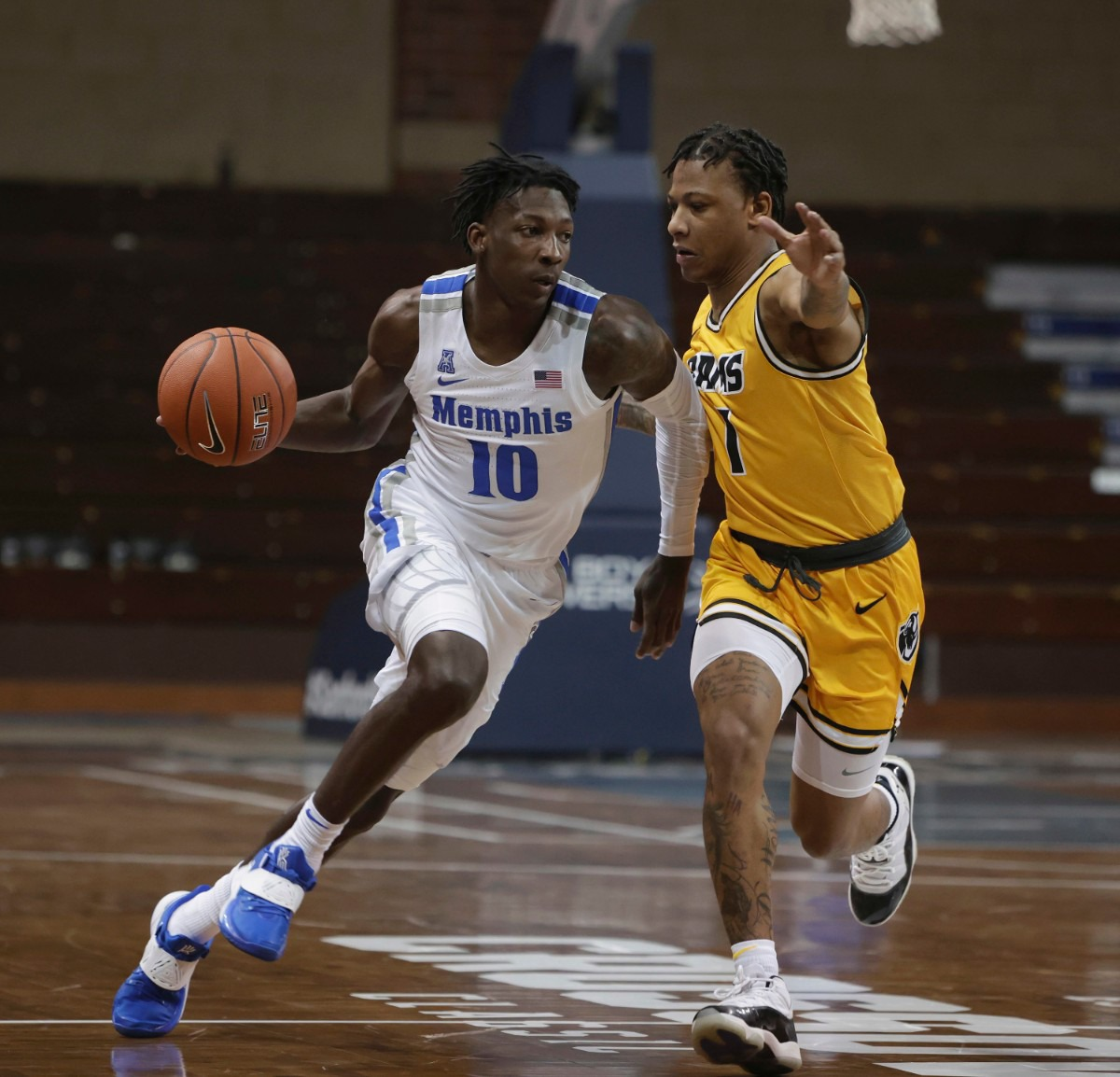 <strong>The University of Memphis&rsquo; Damion Baugh drives at Adrian Baldwin Jr. of the Virginia Commonwealth Rams during the Bad Boy Mowers Crossover Classic at the Sanford Pentagon in Sioux Falls, S.D.</strong> (Richard Carlson/Inertia)