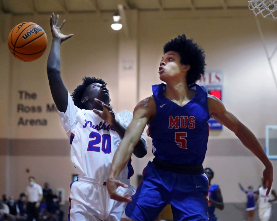 <strong>Memphis University School point guard Curtis Givens (5) tries to block a layup during a Nov. 28, 2020 home game against Bartlett High School.</strong> (Patrick Lantrip/Daily Memphian)