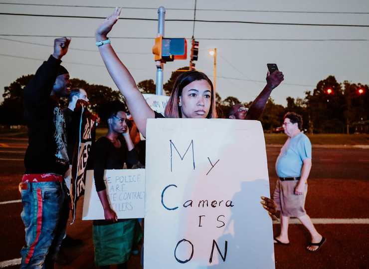 <strong>Theryn C. Bond (center) joins protesters in front of the Airways police precinct on the evening of Wednesday, Sept. 19. Demonstrators gathered in front of the precinct to protest the actions of two police officers who turned off their body cameras prior to the shooting of an African-American man on Sept. 17.</strong> (Houston Cofield/Daily Memphian)