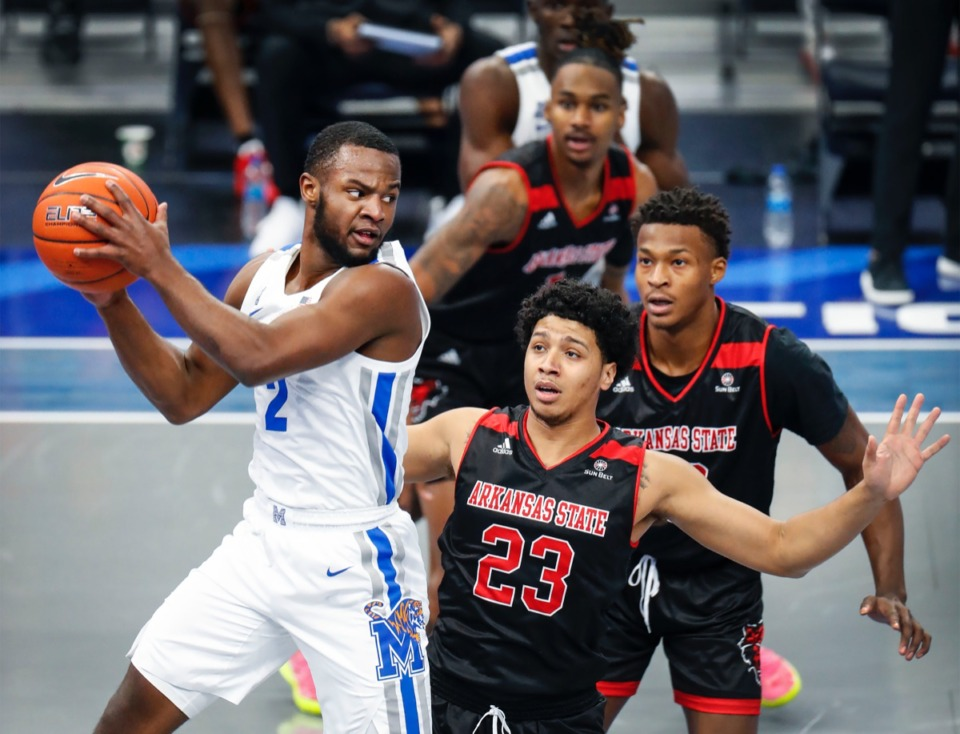 <strong>Memphis guard Alex Lomax (left) looks to make a pass while driving the lane against Arkansas State on Dec. 2, 2020.</strong> (Mark Weber/The Daily Memphian)