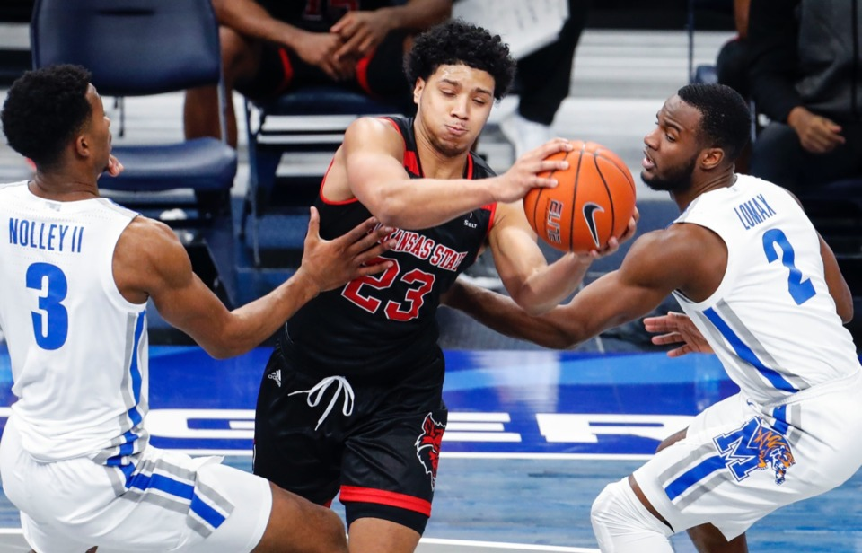 <strong>Memphis&rsquo; Landers Nolley II (left) and Alex Lomax apply pressure on Arkansas State guard Marquis Eaton (middle) on Dec. 2, 2020.</strong> (Mark Weber/The Daily Memphian)