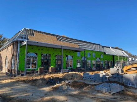 <strong>This new building at Williamsburg Village Shopping Center will house Crumbl Cookies, Torchy&rsquo;s Tacos, Greys cheese shop and other stores.</strong> (Credit: Boyle Investment Co.)