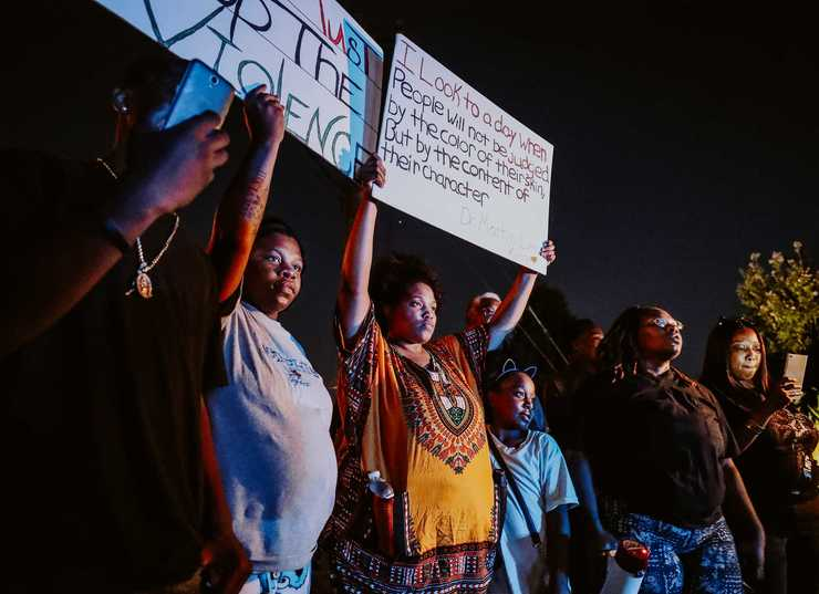 <strong>Protesters lined Airways Boulevard in front of the Airways police precinct on the evening of Wednesday, Sept. 19. Demonstrators gathered in front of the precinct to protest the actions of two police officers who turned off their body cameras prior to the shooting of an African-American man on Sept. 17.</strong> (Houston Cofield/Daily Memphian)