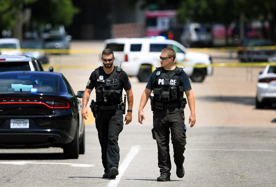 <strong>Two Memphis Police Officer survey a chaotic crime scene in Downtown Memphis on August 5.</strong> (Patrick Lantrip/Daily Memphian file)