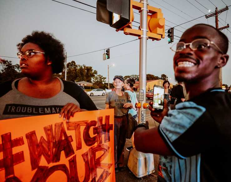 <strong>Protesters lined Airways Boulevard in front of the Airways police precinct on the evening of Wednesday, Sept. 19.&nbsp; Demonstrators gathered in front of the precinct to protest the actions of two police officers who turned off their body cameras prior to the shooting of an African-American man on Sept. 17.</strong> (Houston Cofield/Daily Memphian)