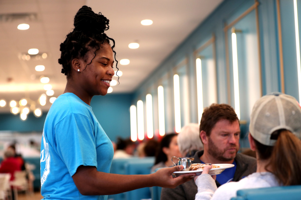 <strong>Server Taisia Dukes delivers a meal to a table at&nbsp;<span>Staks Pancake Kitchen</span>, one of several businesses joining the restaurant scene in Germantown.</strong> (Houston Cofield/Daily Memphian)